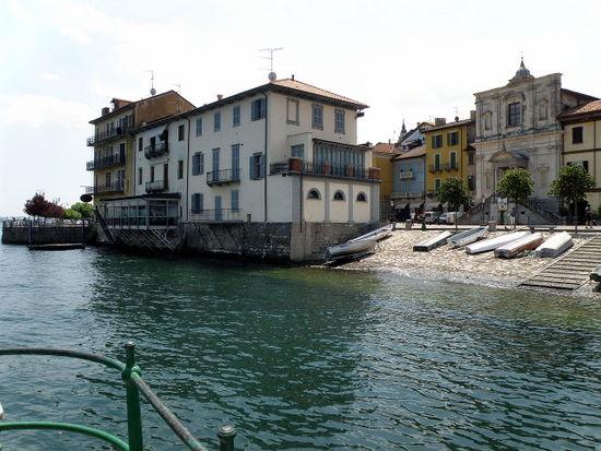 Lagomaggiore_Arona_Piazza_del_Popolo.jpg