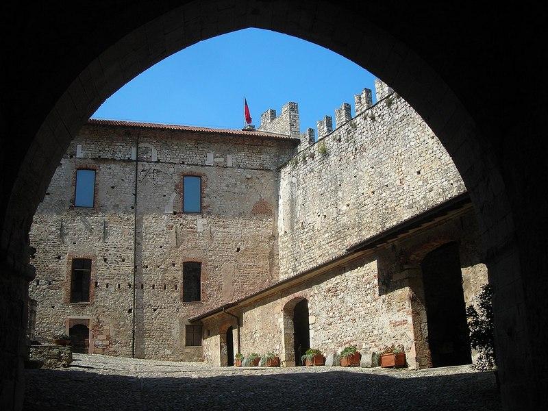 Lagomaggiore_Rocca_di_Angera_2.jpg