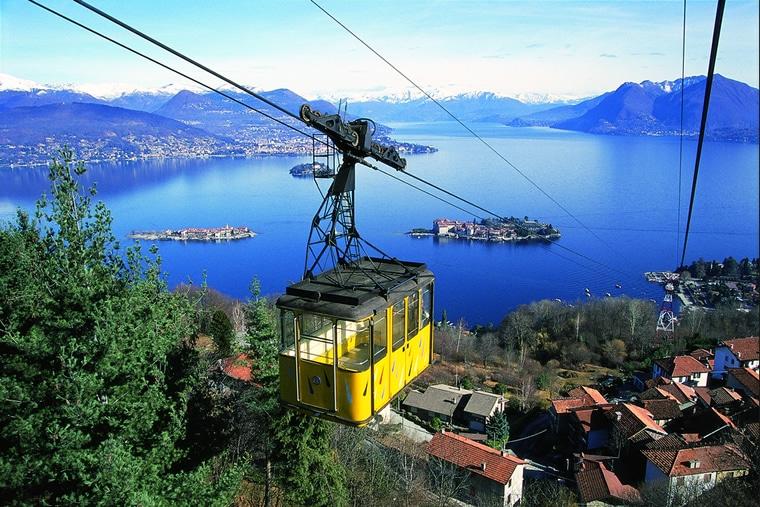 Kabelbaan Mottarone - panoramisch uitzicht over zeven meren