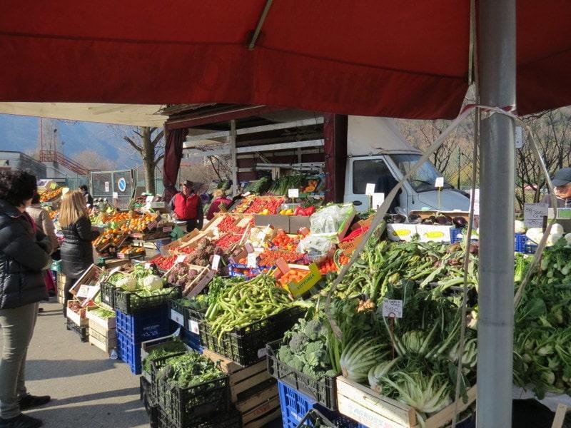 Markten bij Lago Maggiore op donderdag