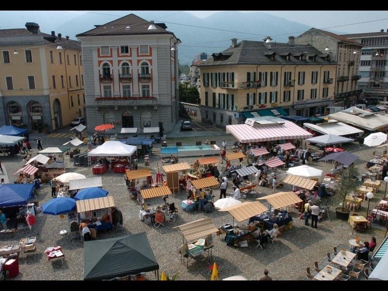 Lagomaggiore_waar-shoppen---markt-locarno.jpg